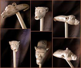 Photo: Bastón mono. Talla en madera. Woodcarving.  Para leer algo más en relación con esta obra ir al blog: http://tallaenmadera-woodcarving-esculturas.blogspot.com/2015/11/ocho-bastones.html