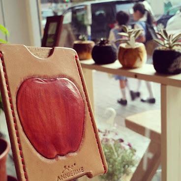 紅蘋果皮革証件套