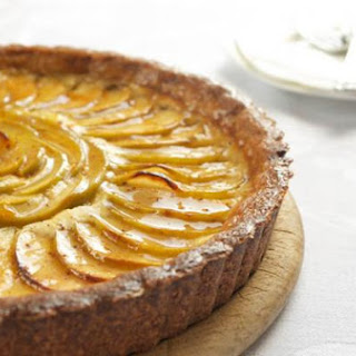 Apple-Cheesecake Tart with Salted Caramel Glaze