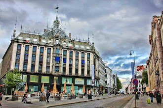 Photo: Day 237 / June 5, 2012 Carl Johan Street in Oslo, Norway It's been chilly in Oslo these days!  ノルウェー、首都オスロ カール・ヨハン通り 灰色空の寒い日 #creative366project