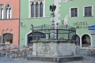 Photo: Kašna před katedrálou Sv. Petra v Řeznu (Regensburg) v Německu.