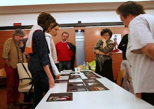 Photo: Laura MARCOLINI legge il portfolio di Francesca MAIO