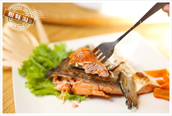 大手町日本料理鮭魚頭鹽烤3