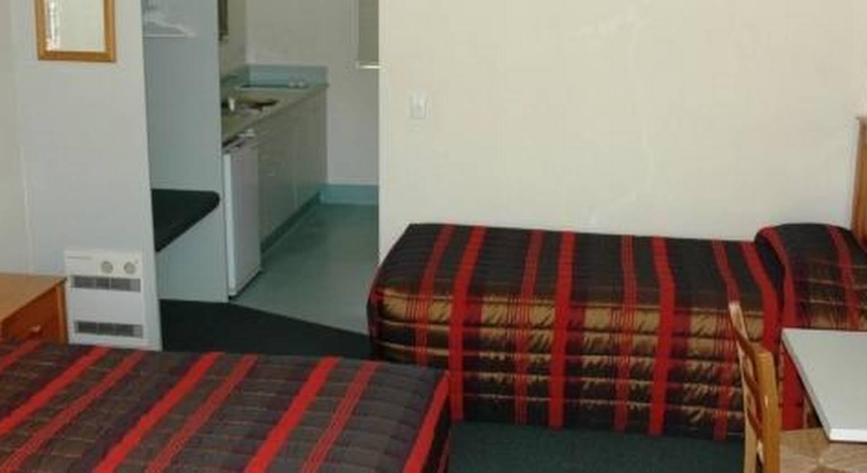 Colonial Lodge Motel