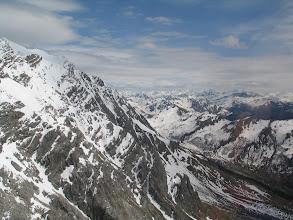 Photo: Tolle Stimmung im Prättigau. Der Bergfrühling klettert langsam die Grate hoch.