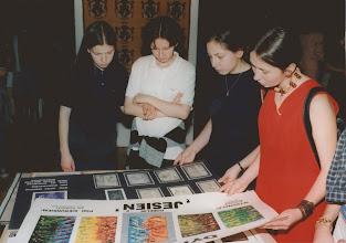 Photo: Łódź, Centralne Muzeum Włókiennictwa, szkolna wystawa tkaniny  w ramach jubileuszu 50-lecia, 1997 r. M.Smaga, U.Bednarczyk, E.Piętka, K.Tołysz
