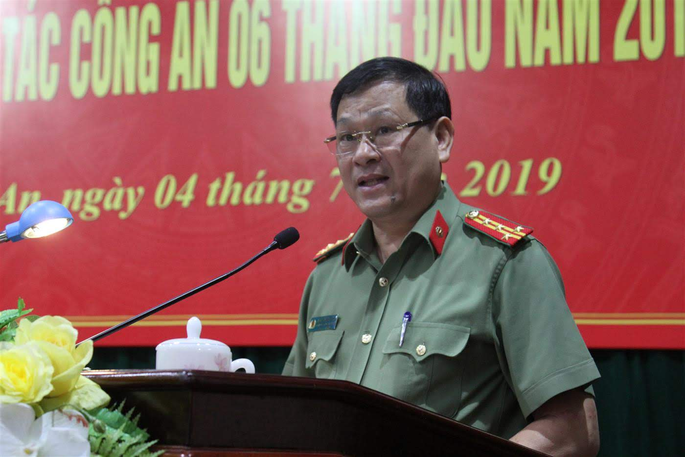 Đại tá PGS.TS Nguyễn Hữu Cầu, Giám đốc Công an tỉnh phát biểu khai mạc hội nghị