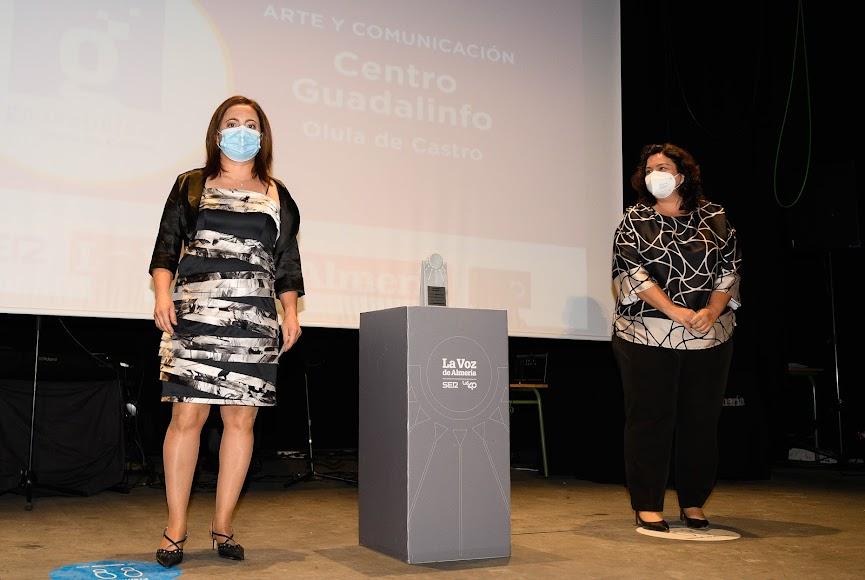 El Centro Guadalinfo de Olula de Castro, representado por su directora, Francisca Galindo, ha merecido el Premio Arte y Comunicación.