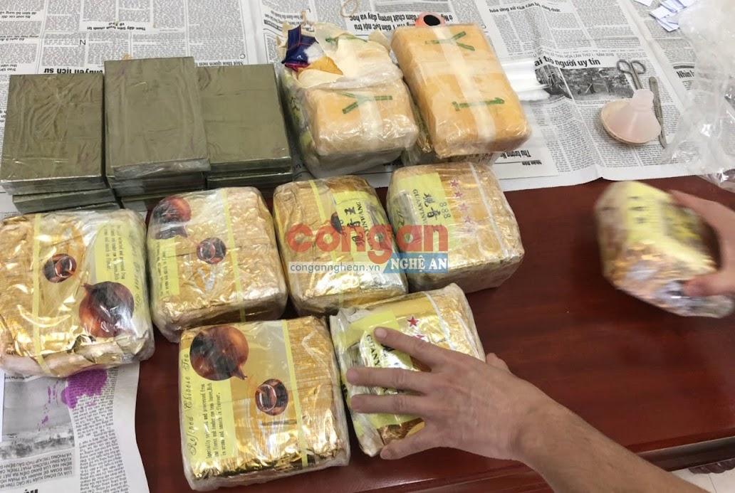 10 bánh hêrôin, 9 kg ma túy dạng đá và hơn 20.000 viên ma túy tổng hợp thu được trong vụ án