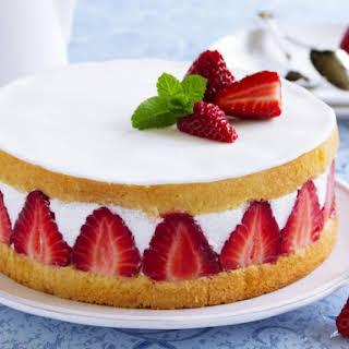 White Chocolate Strawberry Carousel Cake.