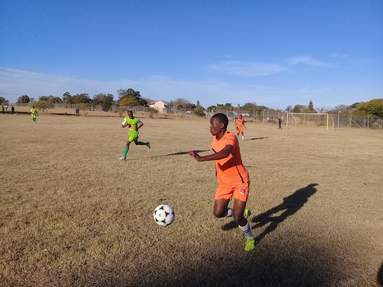 The fight for SAB League promotion is on at the Army Base in Grahamstown, Siyanda's midfielder Nkosikhona Mangxabi runs with the ball during the 2-1 loss against Birmingham City.