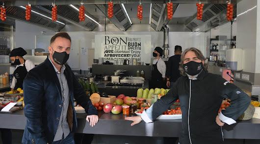 El chef Tony García elabora un menú compuesto por frutas y hortalizas