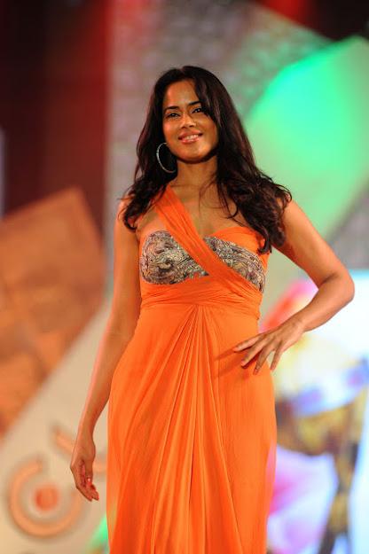 Sameera Reddy ramp walk, Sameera Reddy hot dress
