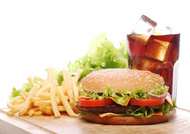 4. ติด Junk Food ก็เป็นสาเหตุทำให้เหนื่อยล้าอ่อนเพลียได้เช่นกัน