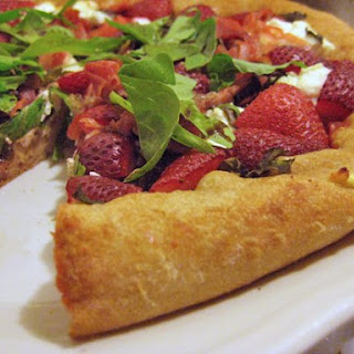 Recipe For Strawberry Pizza With Basil and Goat Cheese