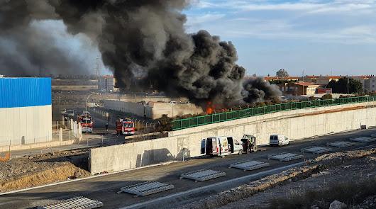 Arden unos 40 vehículos en el depósito municipal del Sector 20