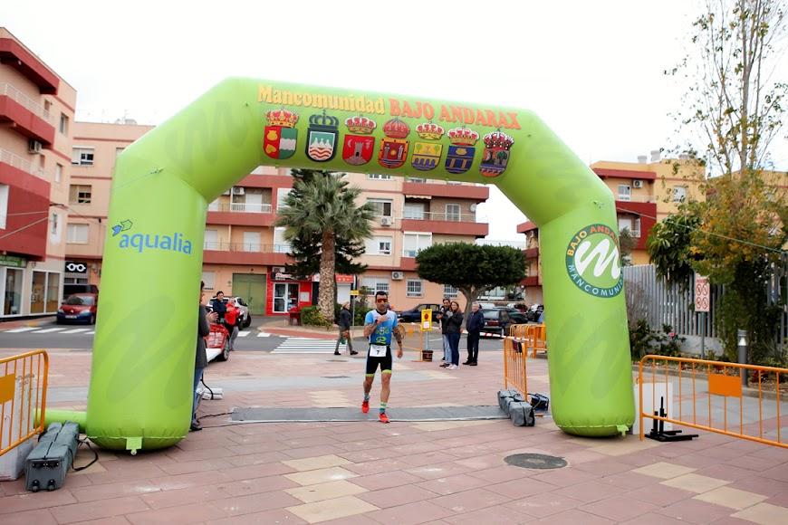 El ganador Juansa Díaz llegando a meta.