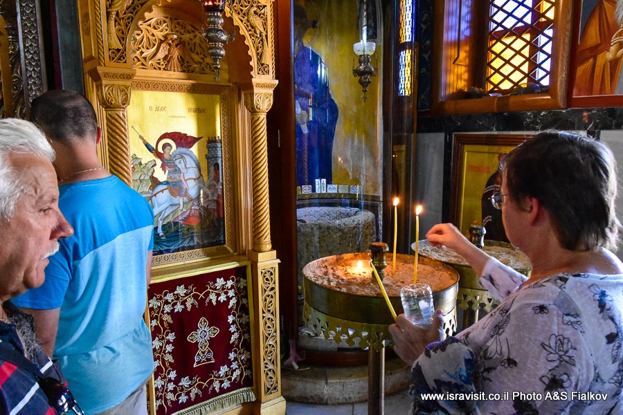 В церкви Георгия Победоносца в Кане Галилейской.