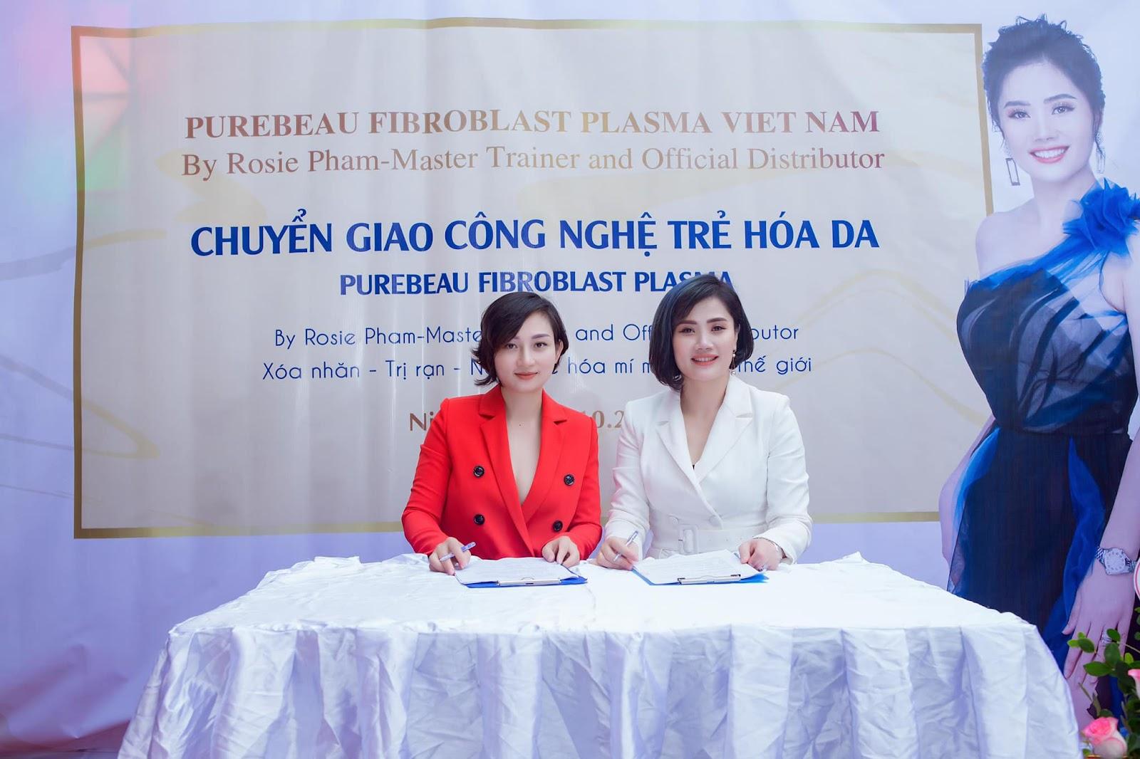 Bà chủ Huyền My Spa ký hợp đồng chuyển giao công nghệ trẻ hóa da.