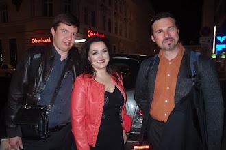 Photo: Merker-Kunstsalon - Shakespeare-Programm (9.5.2016) Nach dem Konzert: Payel Kachnov, Anna Ryan. Russi Nikoff. Copyright: Herta Haider