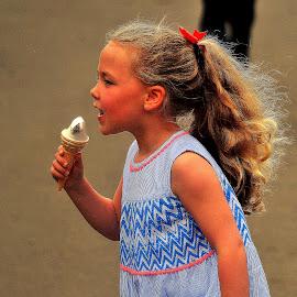 Gulp by Gordon Simpson - Babies & Children Children Candids