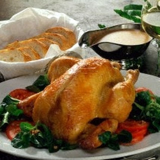 Maispoularde auf warmem Salatbett