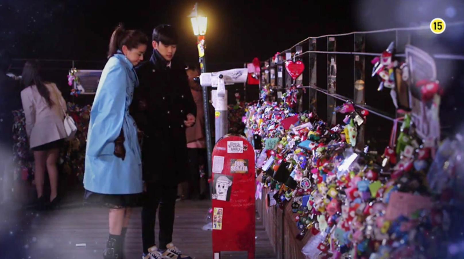 Salah satu adegan di drama My Love From the Stars saat berada di Namsan