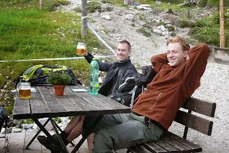 Photo: Zasloužené pivo na chatě Silberkarhutte, zlevo Lukáš, vpravo Pavel