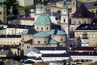 Photo: Salzburger Dom: Blick vom Gaisberg 1288m  Walimex pro 800mm/8.0 DX 1/125 Sek. bei f / 8,0 ISO 400 Spiegeltele-Objektiv   Der Barockbau hat eine Länge von 101 Meter, das Querschiff misst 69 Meter.  Die Turmhöhe beträgt 81, die Kuppelhöhe 71 und die Höhe des Hauptschiffs 32 Meter.  Der Dom verfügt über 900 Sitzplätze.  http://www.salzburg.info/de/sehenswertes/kirchen_friedhoefe/salzburger_dom