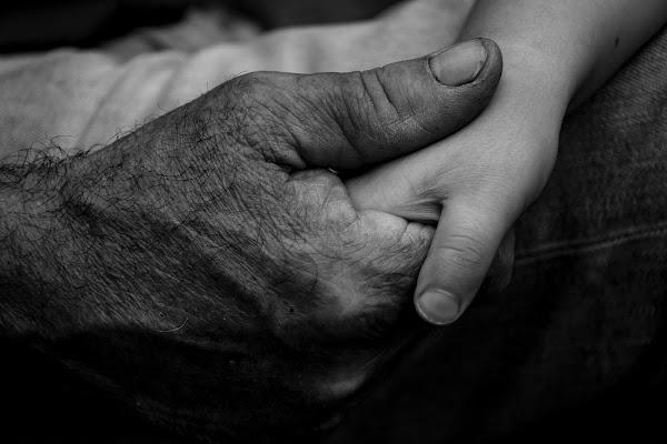 Tienimi la mano nonno