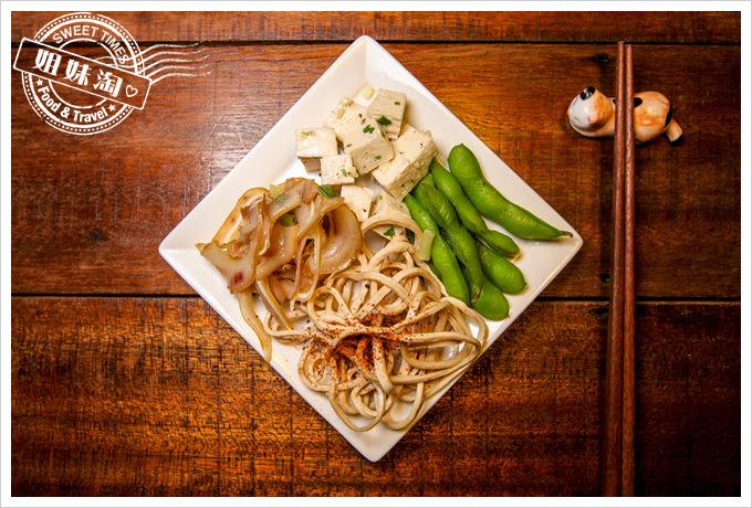 麵、微涼小菜拼盤