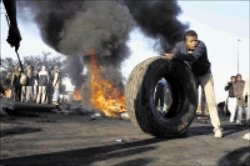 ROAD CLOSED: Residents of Organe Farm burn tyres and block the roads during protests over lack of service delivery in the township yesterday.  19/05/2009. Pic. Sechaba Nhlapo. © Sowetan.