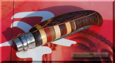 Photo: Opinel custom n°037 http://opinel-passions-bois.blogspot.fr/ Personnalisations en marquèterie de bois précieux, cornes, résines et aluminium du couteau pliant de poche de la célèbre marque Savoyarde Opinel.