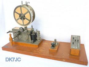 """Photo: Telegrafen Basis Station  Taste und Schreiber von G.Hasler Bern zusammengebaut von Chr.Gfeller A.G. ca. 1940  """"HB""""  # 855"""