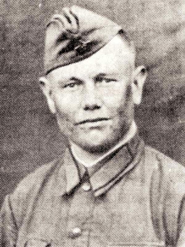 Харлов И.А. - лейтенант, ком-р пулемётной роты 50 осбр