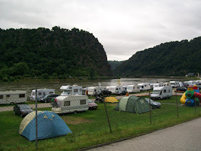 Photo: 3e Dag, zaterdag 18 juli 2009; Remagen - Sankt Goar Dag afstand: 84,4 km, Totaal gereden: 299 km.Camping Sankt Goar, Lorely.blick