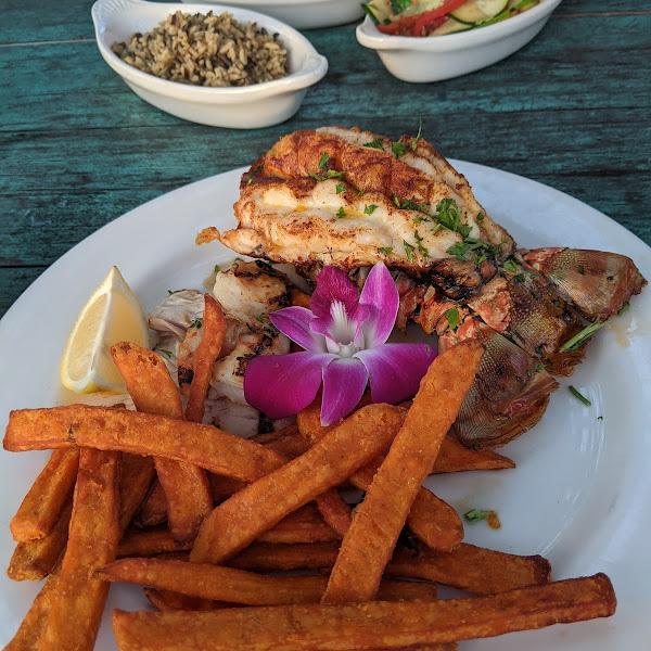 Lobster, shrimp, amd mahi mahi.