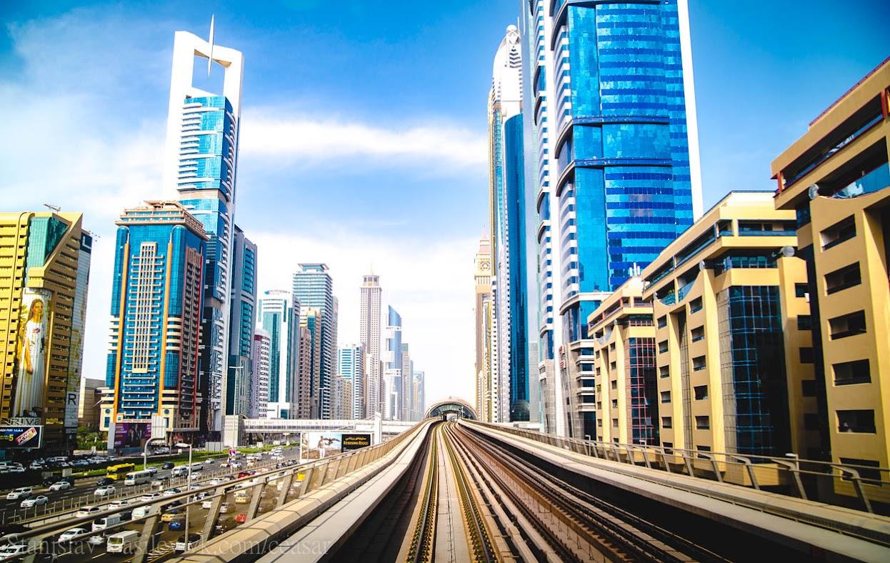 Дубай, вид из вагона метро