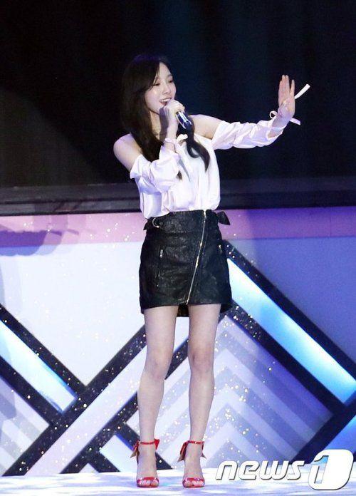 taeyeon shoulder 33