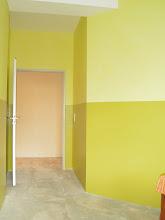 Photo: Zweifarbige Wandgestaltung für den Empfangsbereich einer Kanzlei