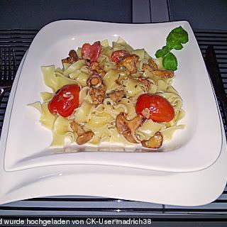 Tortiglioni in italienischer Pfifferling - Sahne - Sauce.
