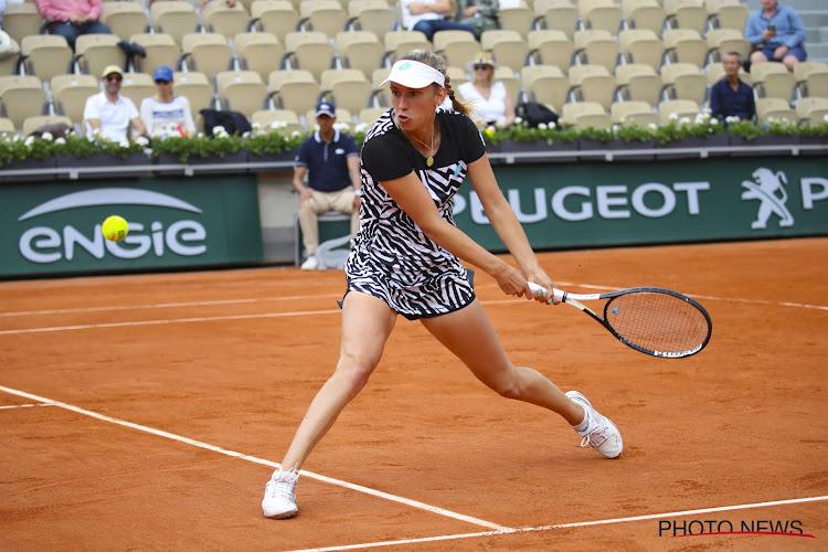 Tijdelijke stopzetting door regen houdt Elise Mertens niet tegen op weg naar tweede ronde Roland Garros