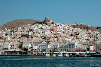 Photo: Ermoupoli ist die Hauptstadt auf der Insel Syros