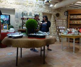 Photo: Dans l'épicerie du calanquet