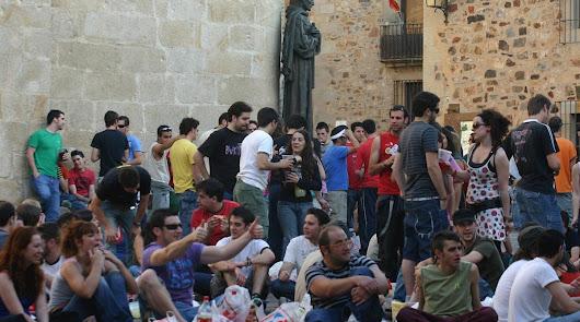 """Andalucía prohíbe los botellones: """"Son insalubres y peligrosos"""""""