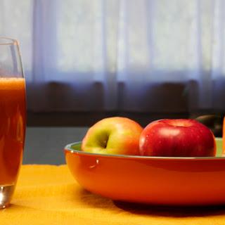 Refreshing Apple, Carrot, & Ginger Juice