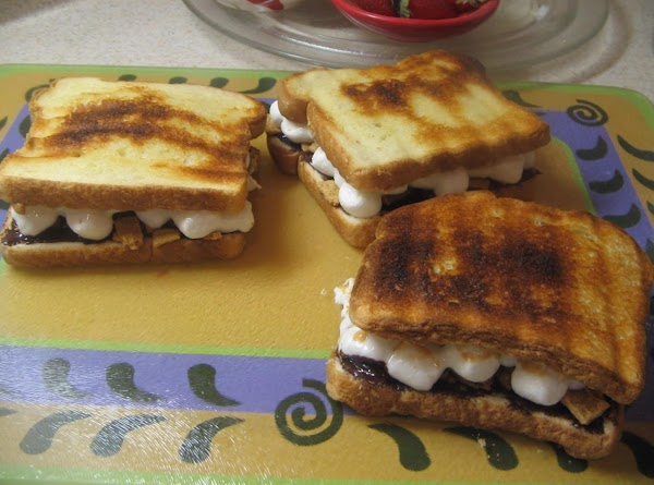 Place mini marshmallows on the peanut butter side of bread.press down slightly.
