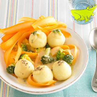 Mini Knödel mit Möhren-Broccoli-Sauce