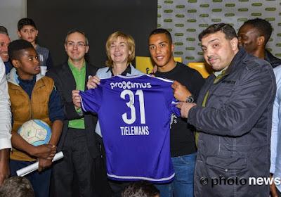 Youri Tielemans et Louis Saha ont rendu visite aux jeunes de Molenbeek