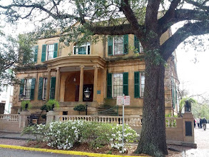 Photo: We toured the Owens-Thomas House on Oglethorpe Square. Built in 1816-1819, considered one of the finest examples of English Regency architecture in America. Inspired by classical antiquity. Marquise de Lafayette stayed here on a visit in 1825.